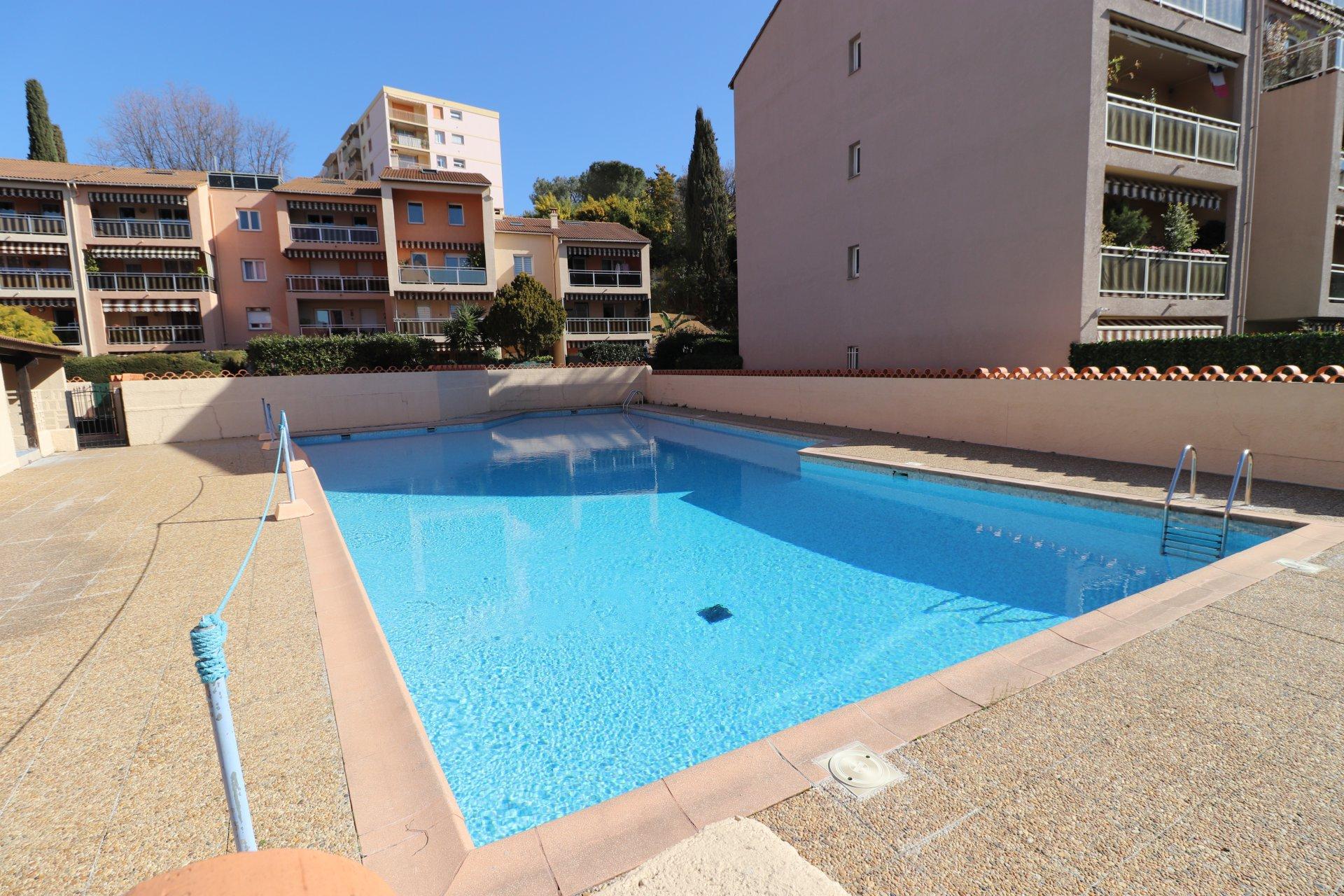 4 p terrasse balcon garage piscine tennis