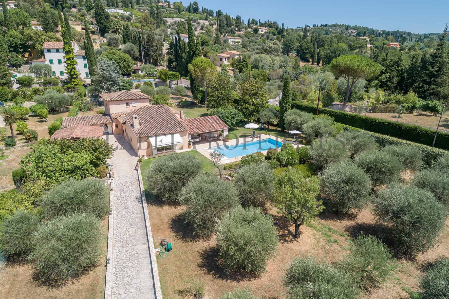 Close to Mougins (10 min.)