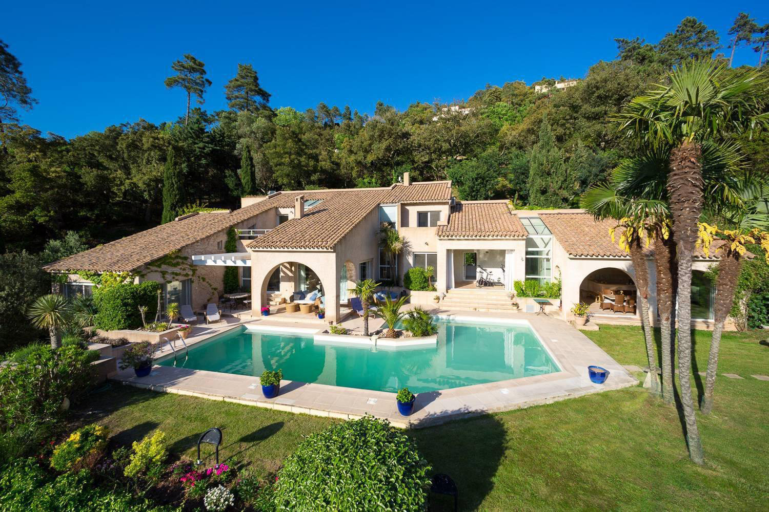 SOLE AGENT - AN OASIS OF SERENITY NEAR CANNES AND GOLF