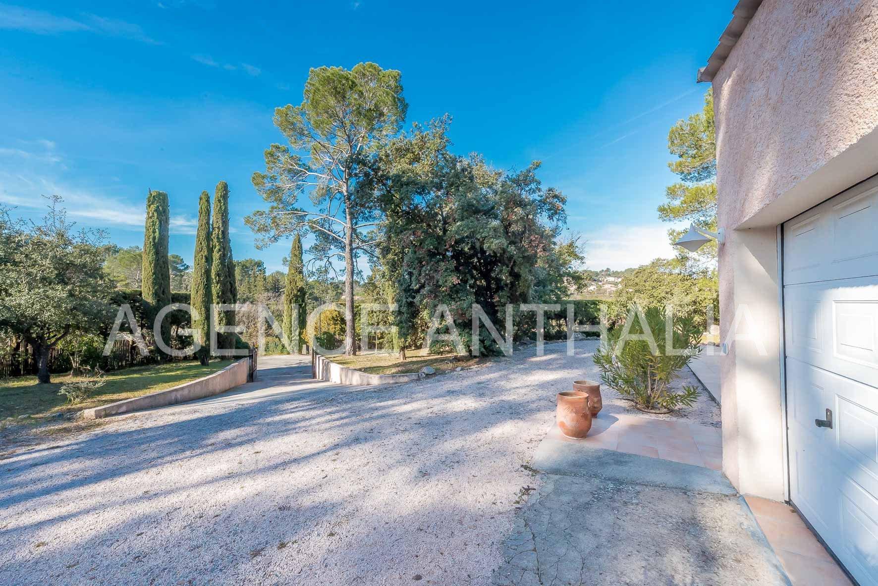 Villa provençale de plain-pied avec piscine (Trans-en-Provence)