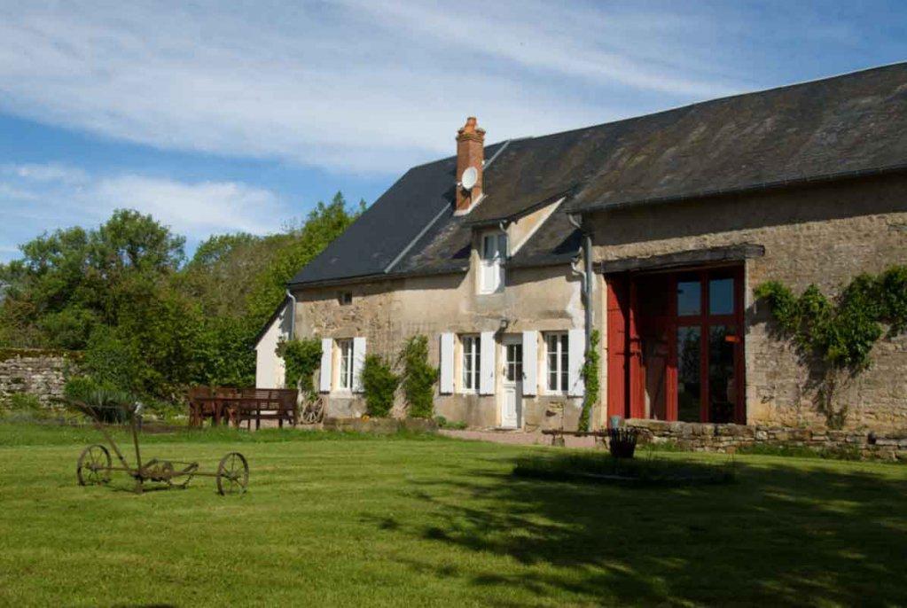 A vendre Nièvre 58 Manoir avec 2 maisons, grande terrain privé.