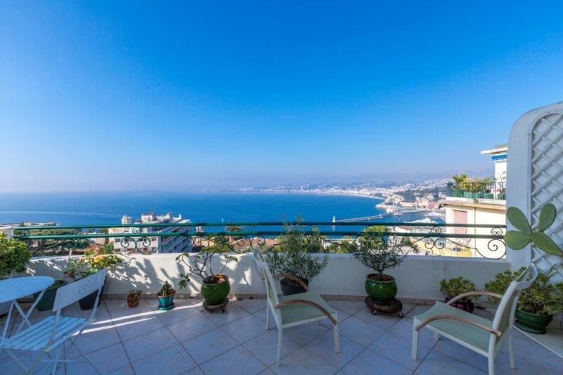 Nice - Sjeldent tilbud: Toppetasjesleilighet med fantastisk sjøutsikt