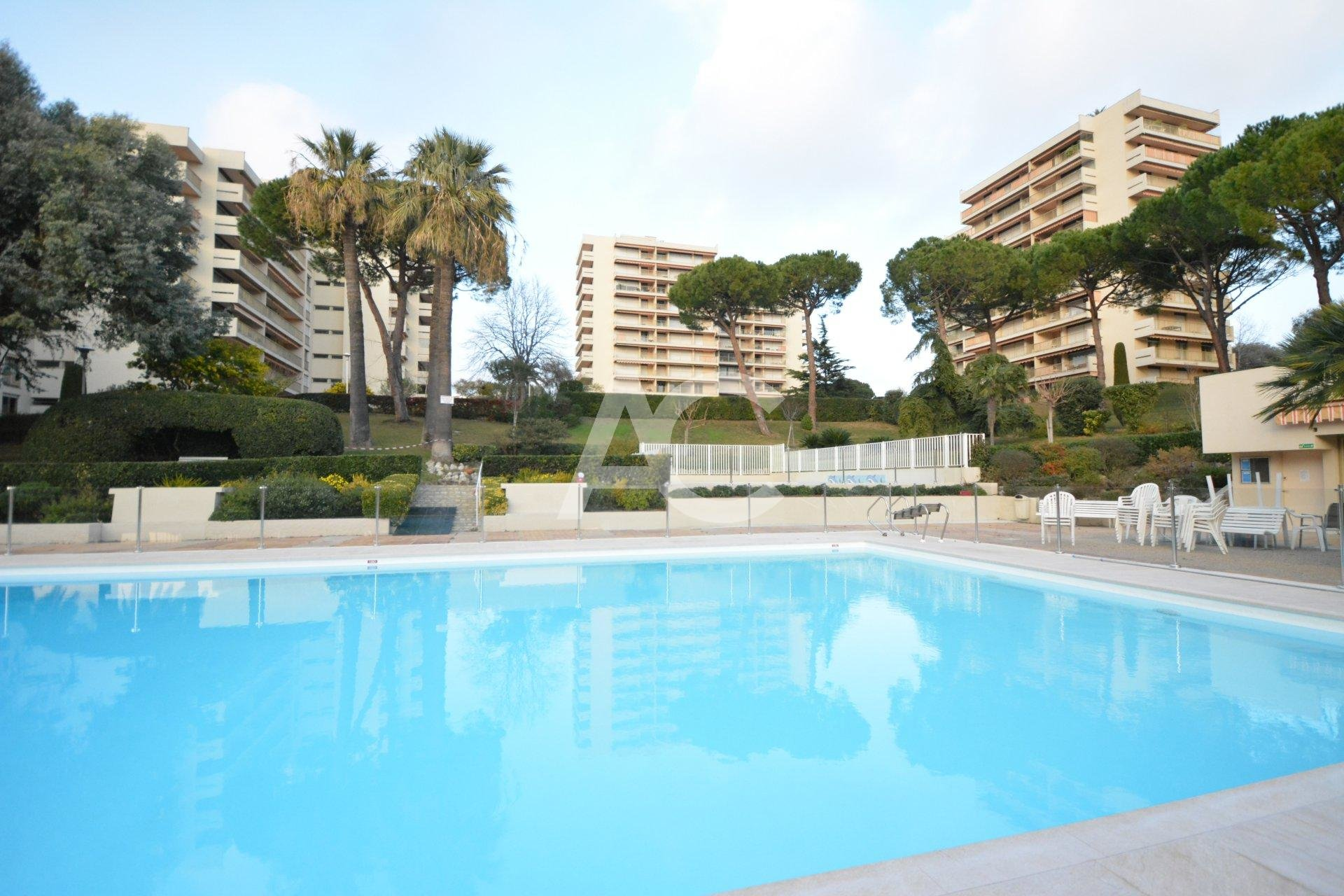 JUAN LES PINS - 2 BEDROOMS APARTMENT IN A HIGH FLOOR LEVEL