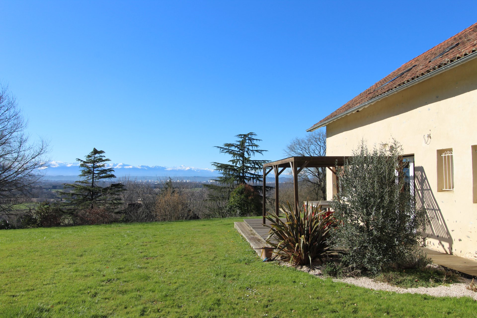 Property with spectacular views of the Pyrenees