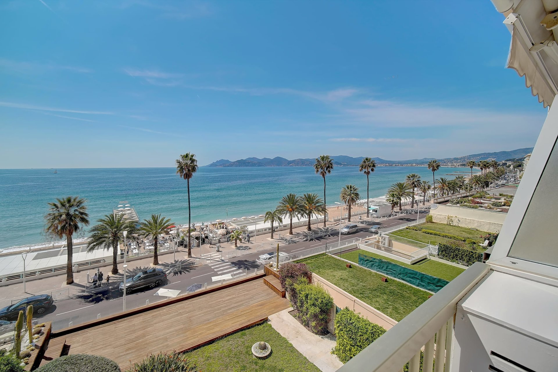 Two bedroom apartment with panoramic sea view in Cannes