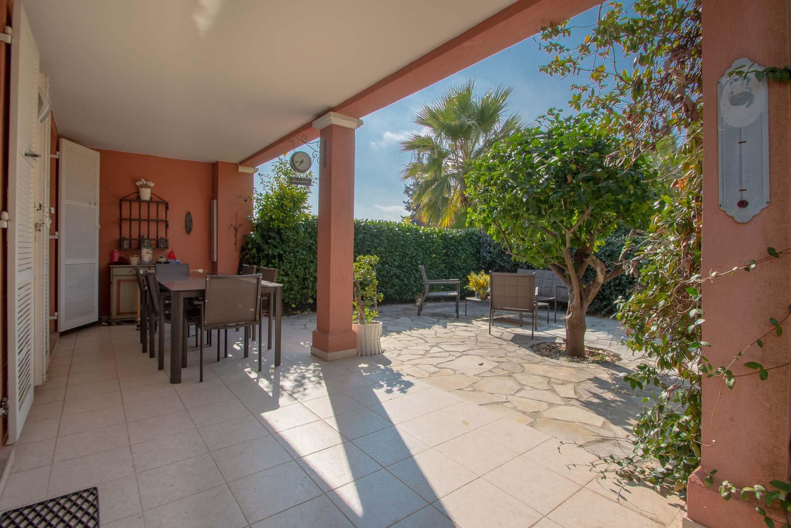 Maison 4 P vue jardin et piscine aperçu mer, terrasse