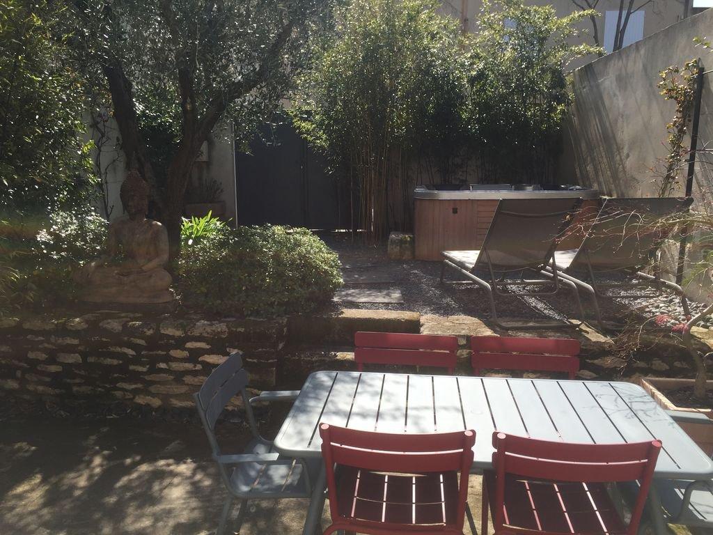maison de village meublée avec jacuzzi et garage saint rémy de Pce