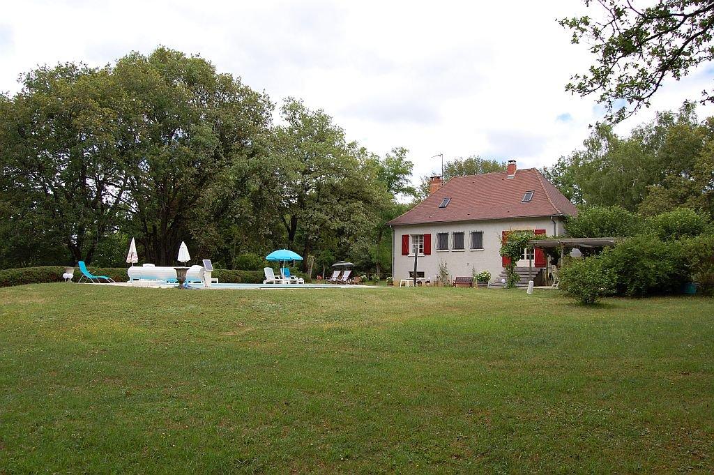 DORDOGNE - Moderne woning met garage en zwembad op 8.150 m2