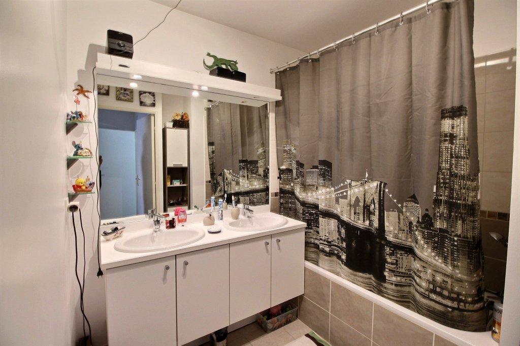 APPARTEMENT - LES CAILLOLS - LA POMME  - MARSEILLE 13011 - TYPE 3 de 69.10 m² L.C avec terrasse de 11.50 - double box en  sous-sol sécurisé.