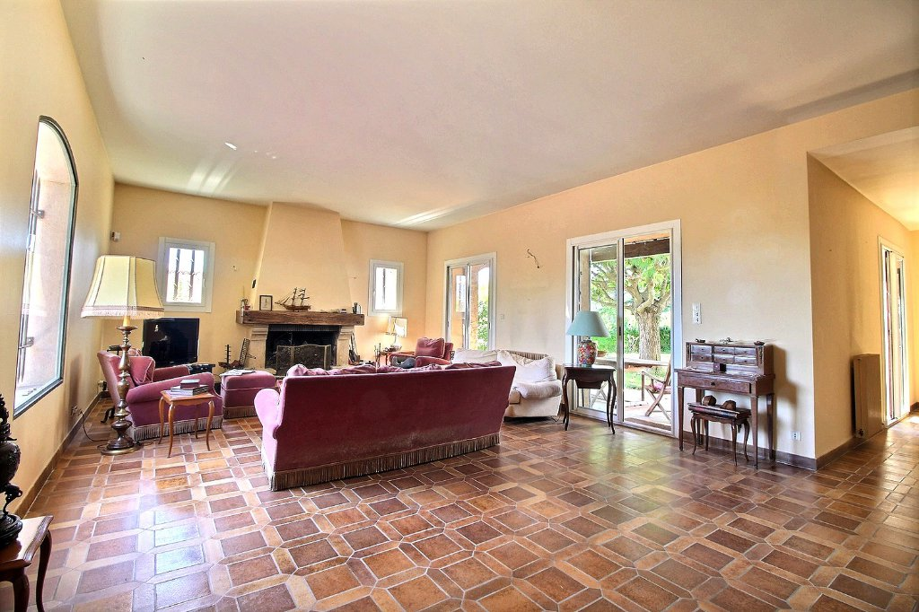 VILLA - PLAN DE CUQUES - 13380 - Type 9 de 227 m² sur 878 m² de terrain - Double garage - Cave à vin. Dépendance.