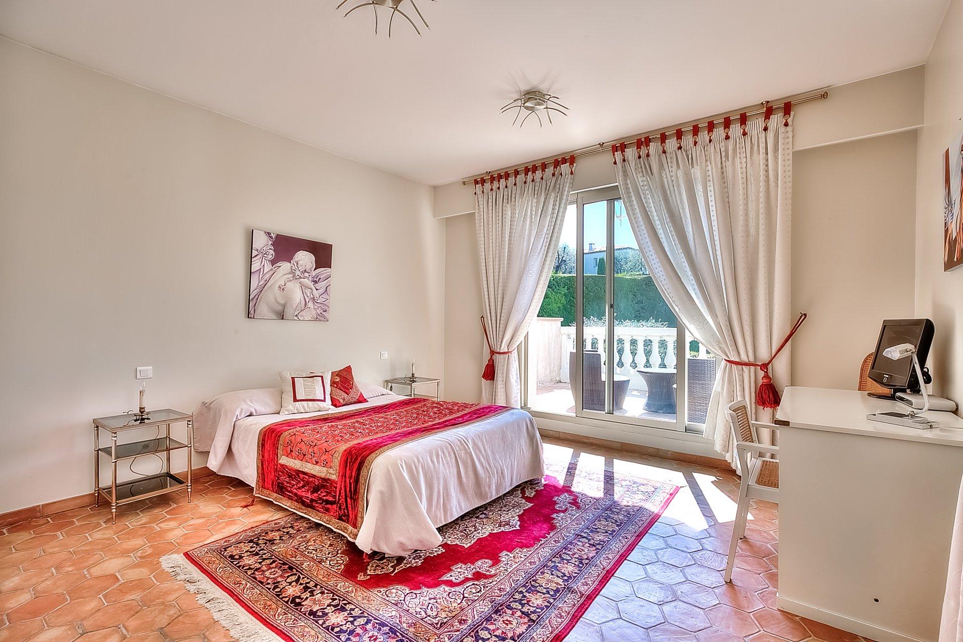 A vendre, Villa 8 pièces - 5 chambres - 267 m²,  Nice Gairaut