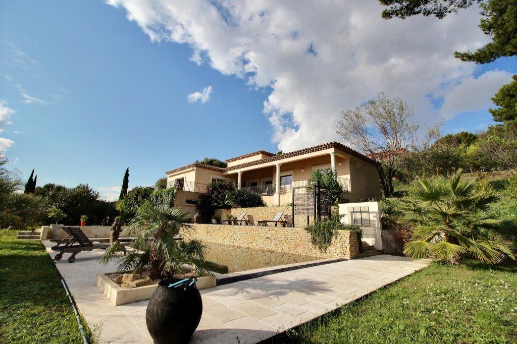 PROPRIETE - LA TREILLE - MARSEILLE 13011 - T4 de 160 m² sur 2060 m² de terrain - Sous-sol  hors-sol de 235 m² - Piscine