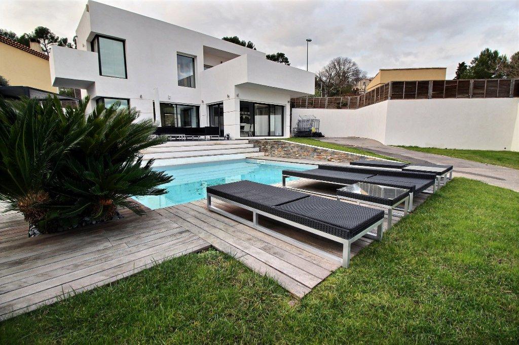 VILLA CONTEMPORAINE - LES ACCATES - MARSEILLE 13011 - T4 de 131.90 m² L.C. sur 609 m² de terrain - Piscine - Garage