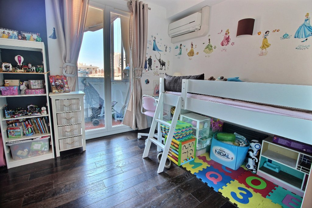 APPARTEMENT - LE PHARO - MARSEILLE 13007 - TYPE 4 de 83.70 m² L.C. avec balcon, loggia et cave.