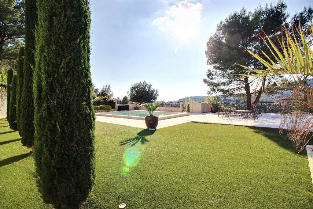 DEMEURE DE PRESTIGE - LA TREILLE - MARSEILLE 13011- TYPE 6 de 360 m² sur 7500 m² de terrain - Piscine - vue exceptionnelle