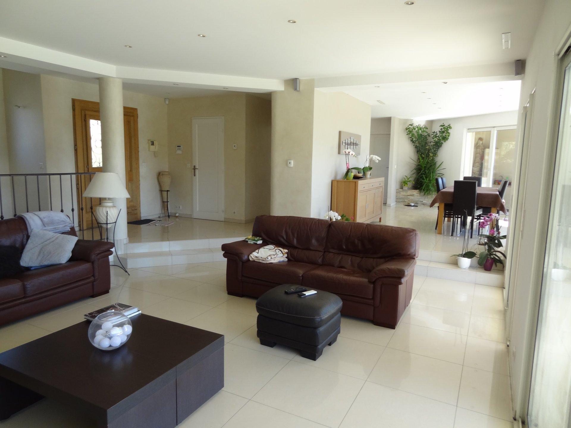 Villa 210m2 con Piscina e Vista Mare