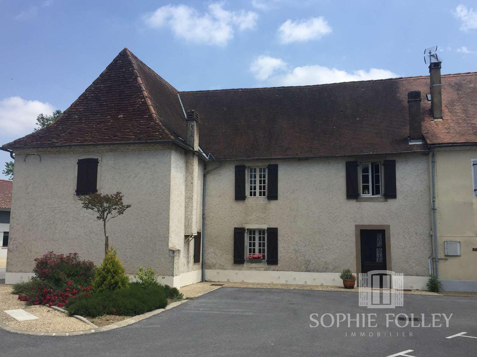 A large village house with barn and courtyard offering a superb house.