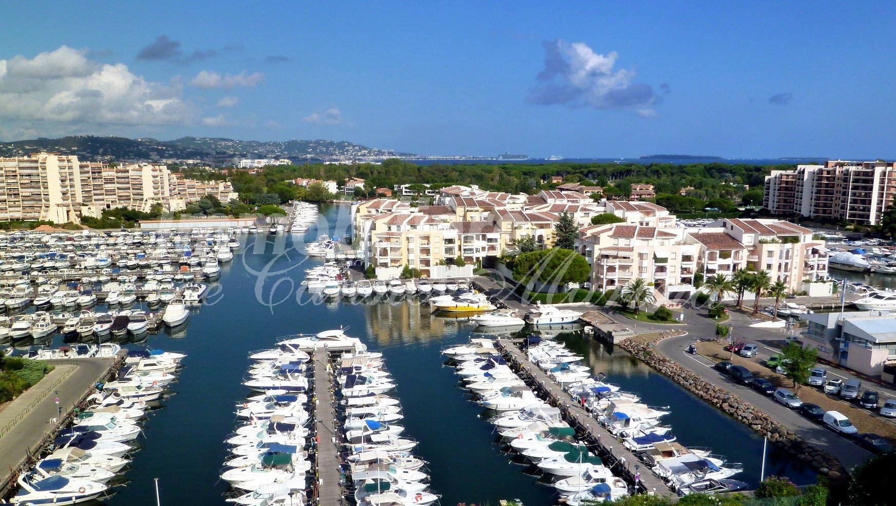Mooring place in the harbour of Cannes Marina