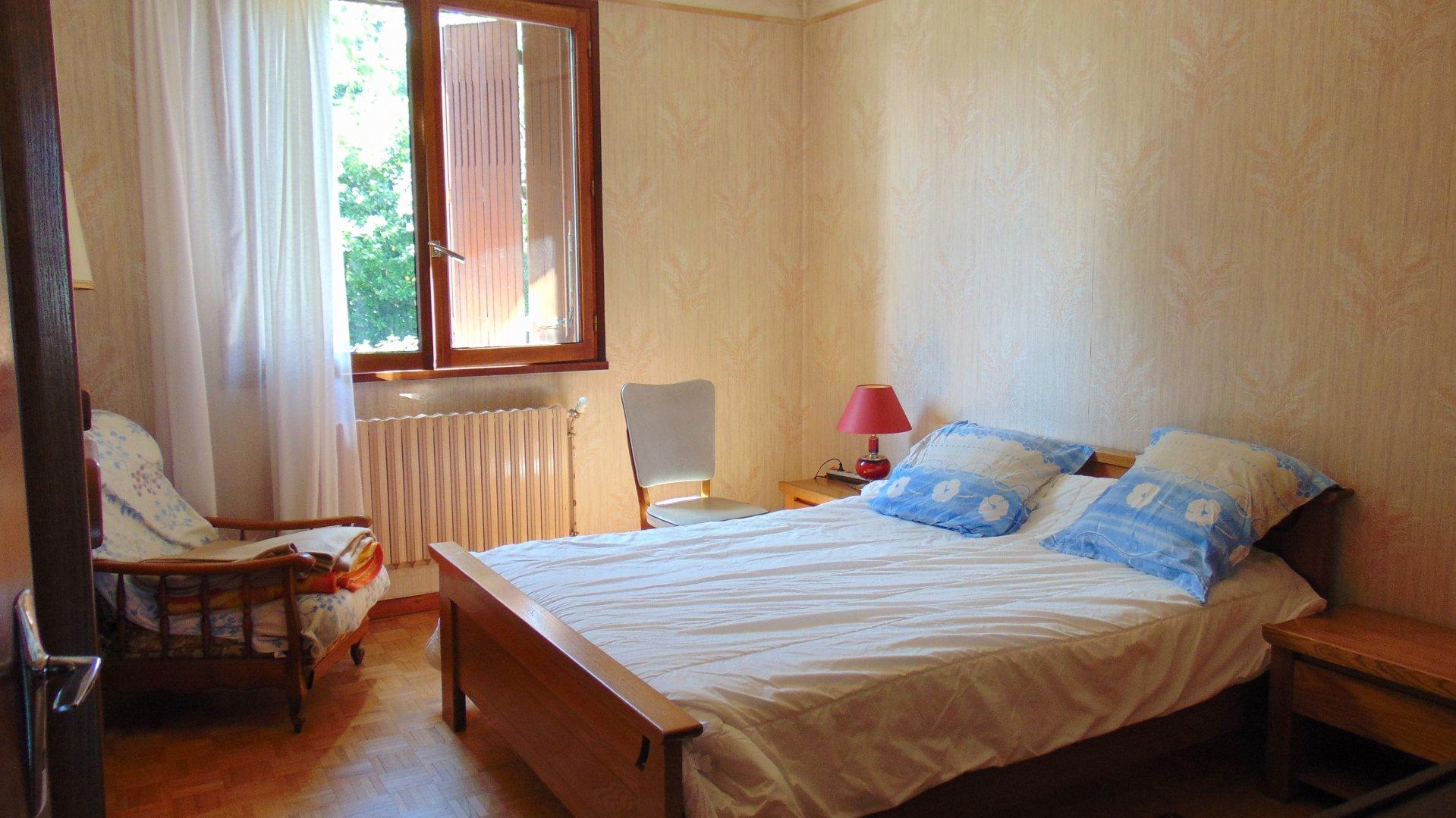 Pavillon sur deux niveaux sur 780 m²