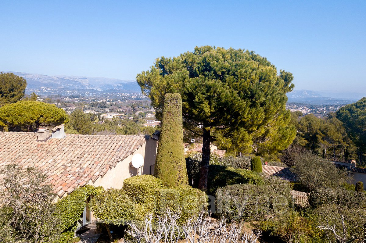4 bed beautifully renovated villa with stunning views.