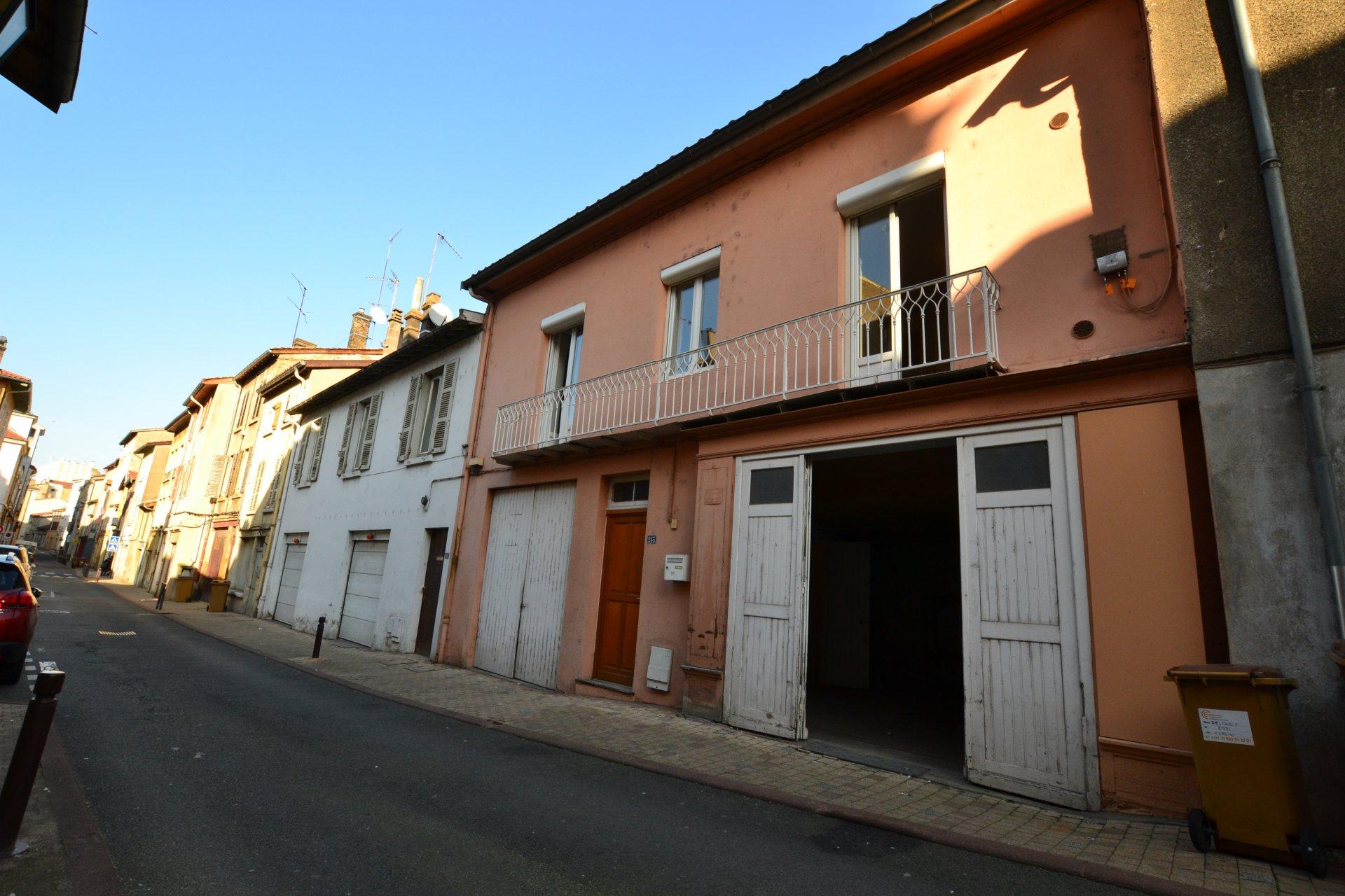 EXCLUSIVITE - Maison de ville avec deux garages