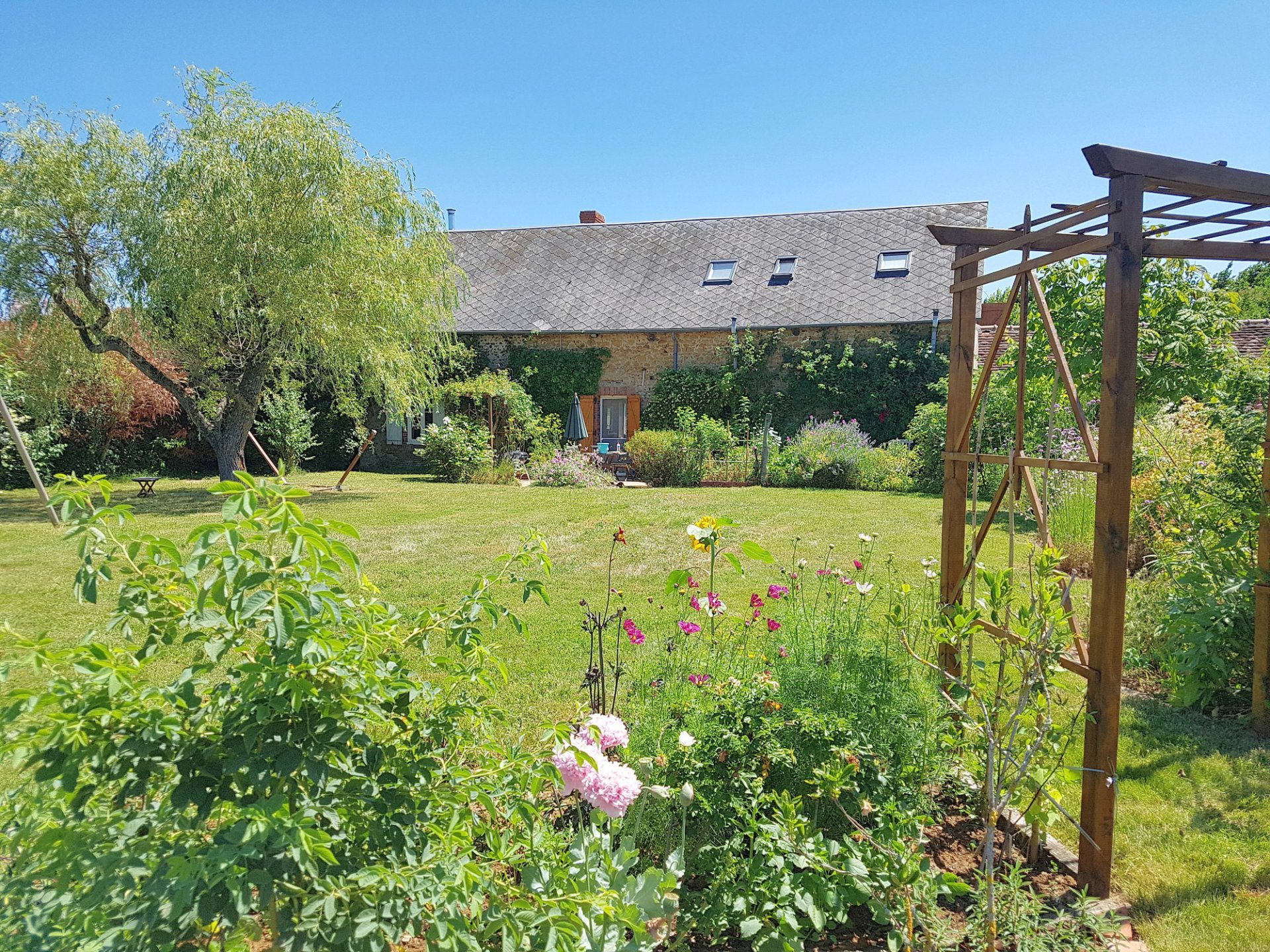 In the south of La Brenne, Indre: detached house with garden
