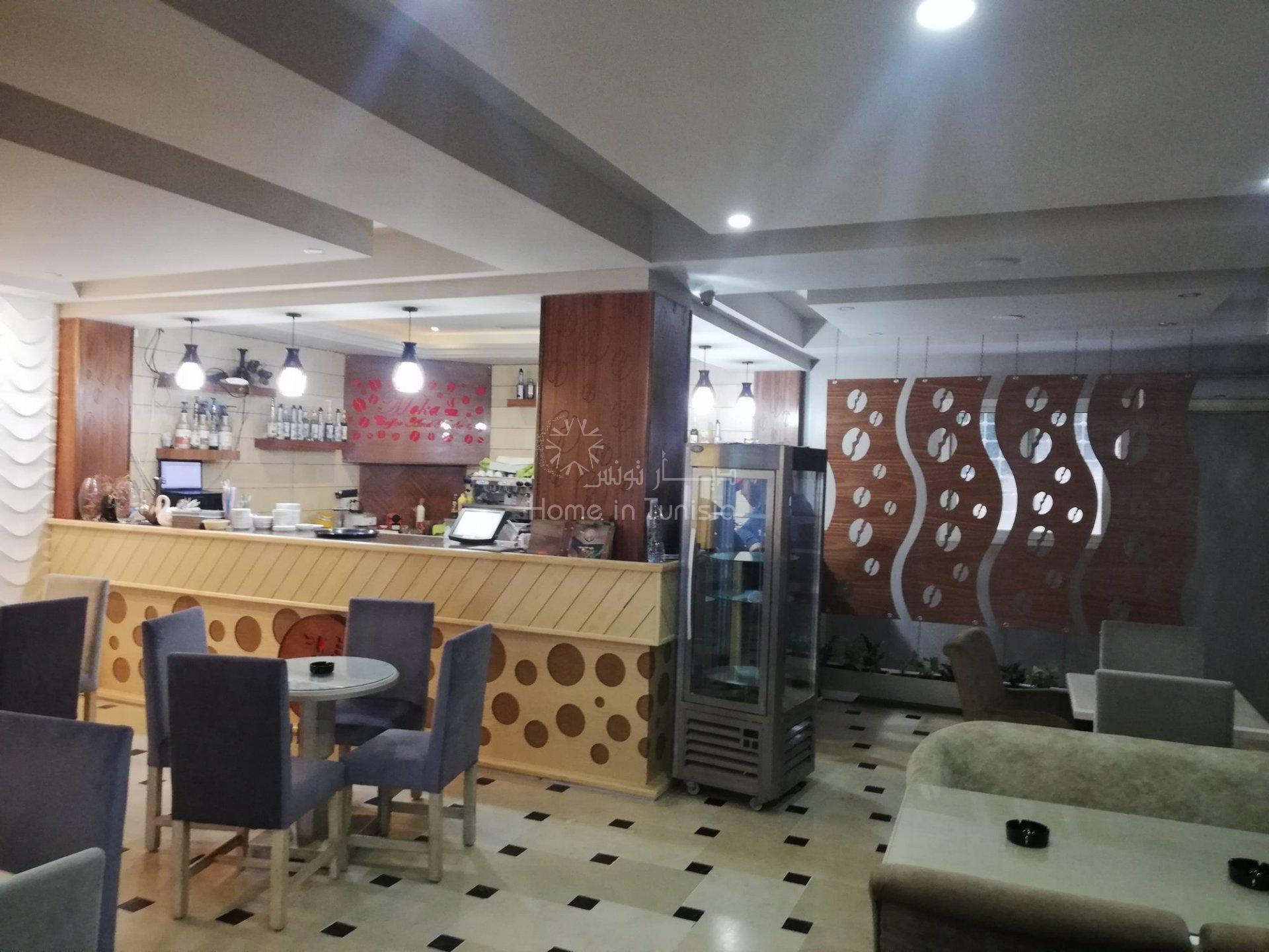 Café & Restaurant à Khézama