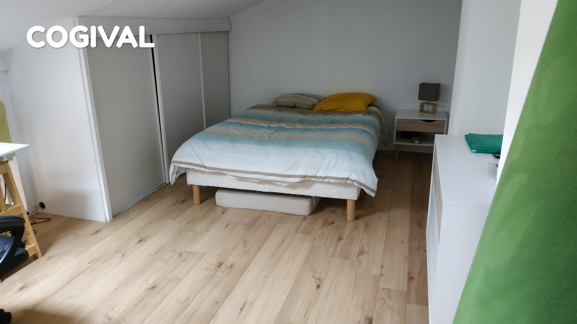 Coquet F1 avec grande mezzanine de 16m² au calme + garage