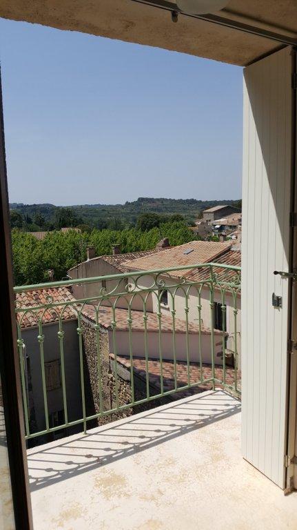 Maison de village avec garage, cour et terrasse