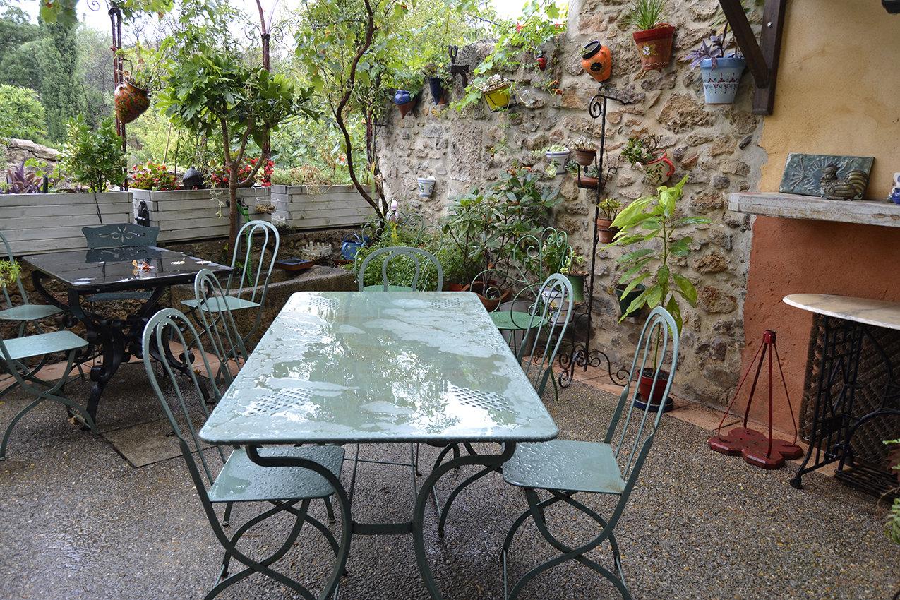 Maison T7 en pierres 265 m² avec extérieur