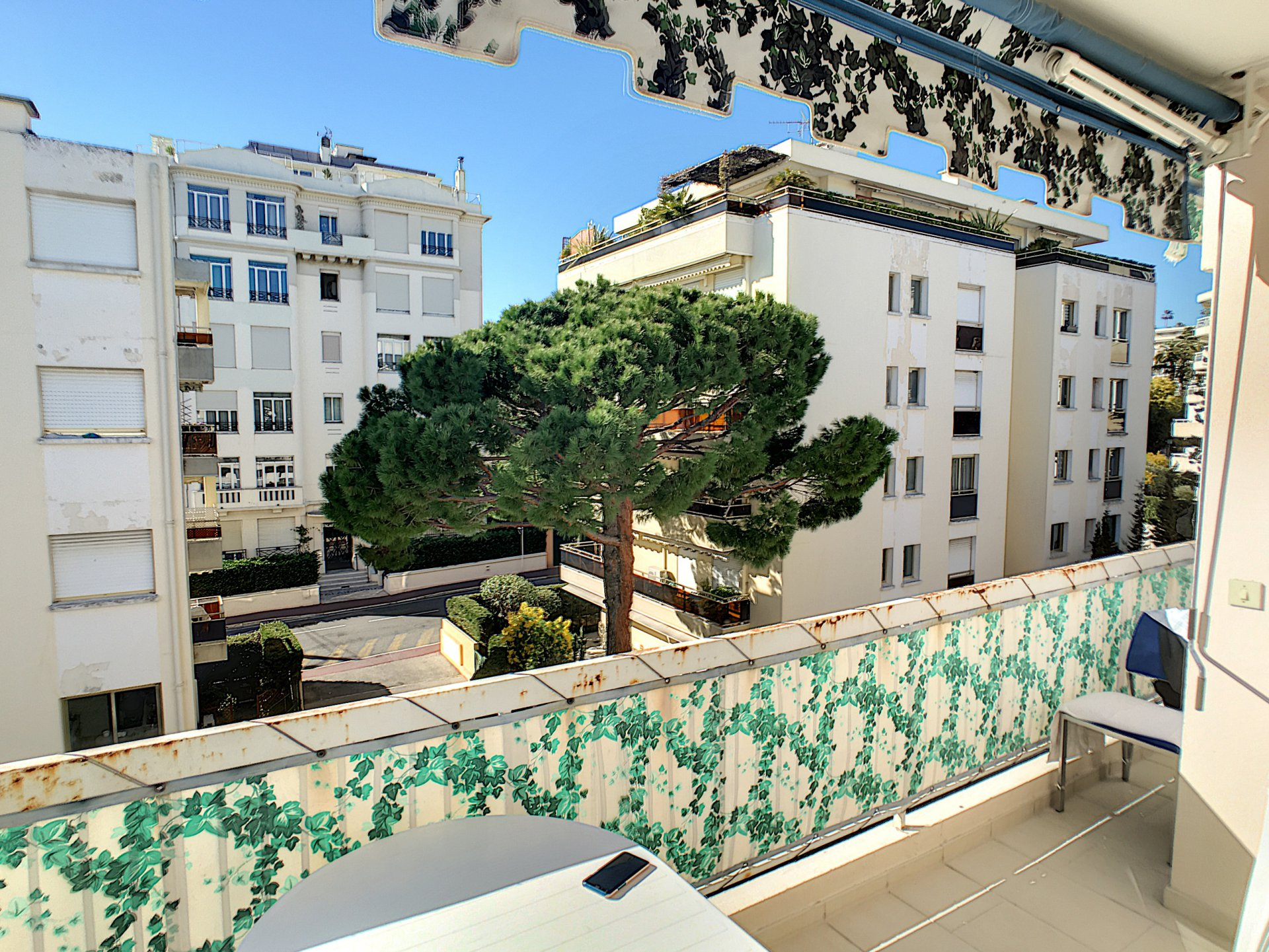 Sole agent. Close to the Croisette, 3 rooms terrasse