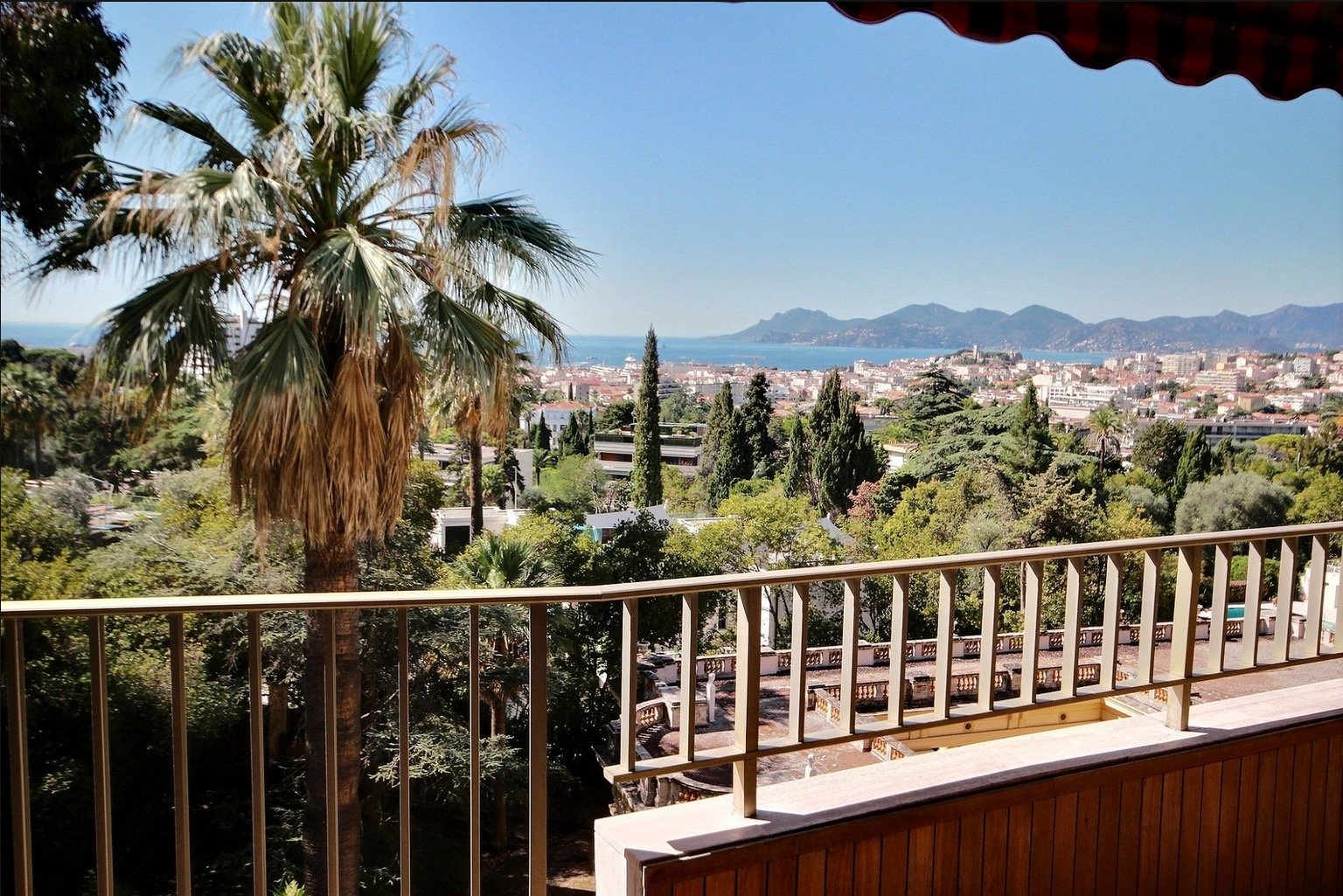 Cannes Bénéfiat Large 3-bedroom apartment of 126 sqm Terrace and Sea View
