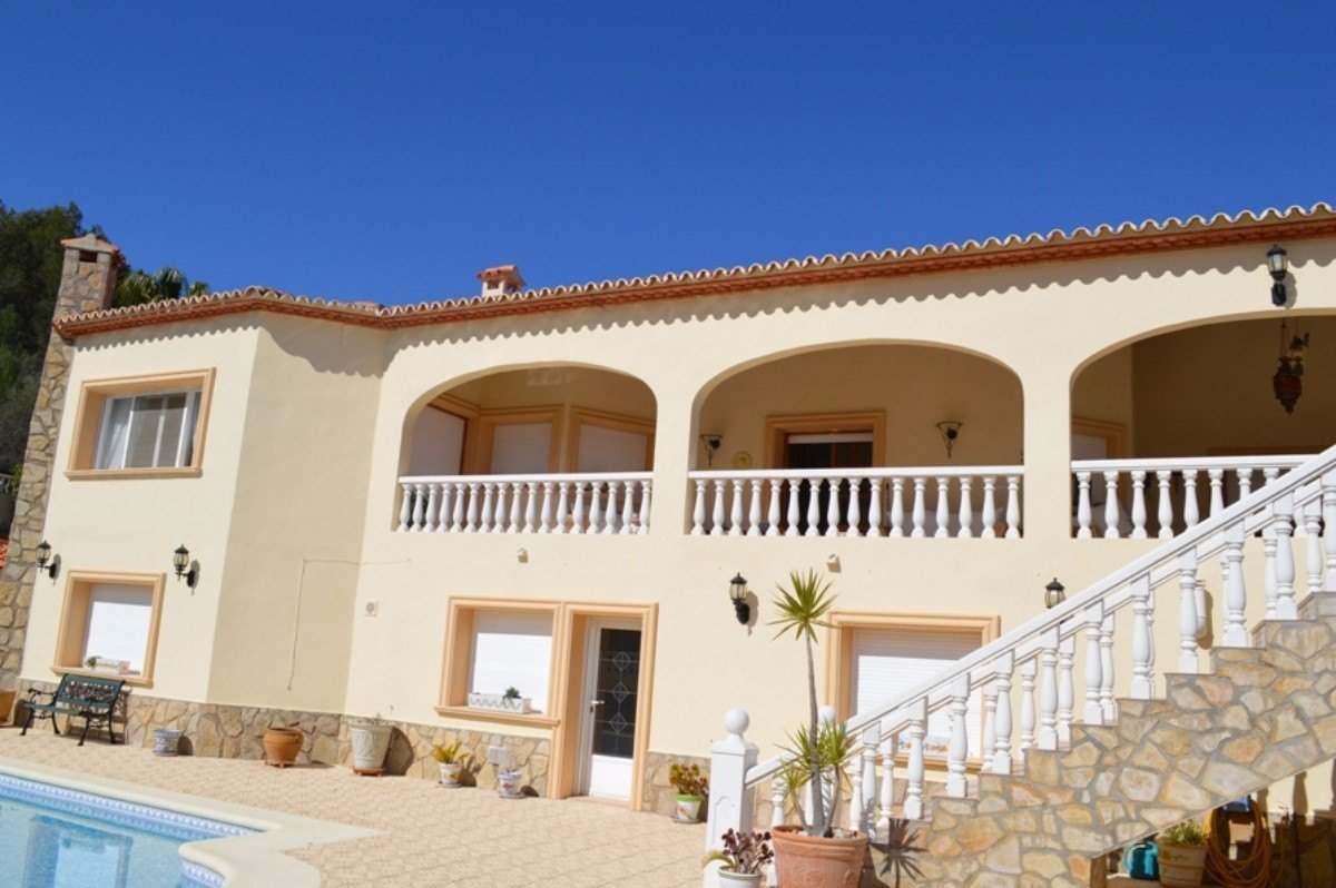 Stunning and luxurious villa close to the village