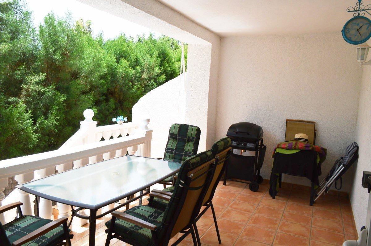 Modern semi-detached villa in quiet cul-de-sac