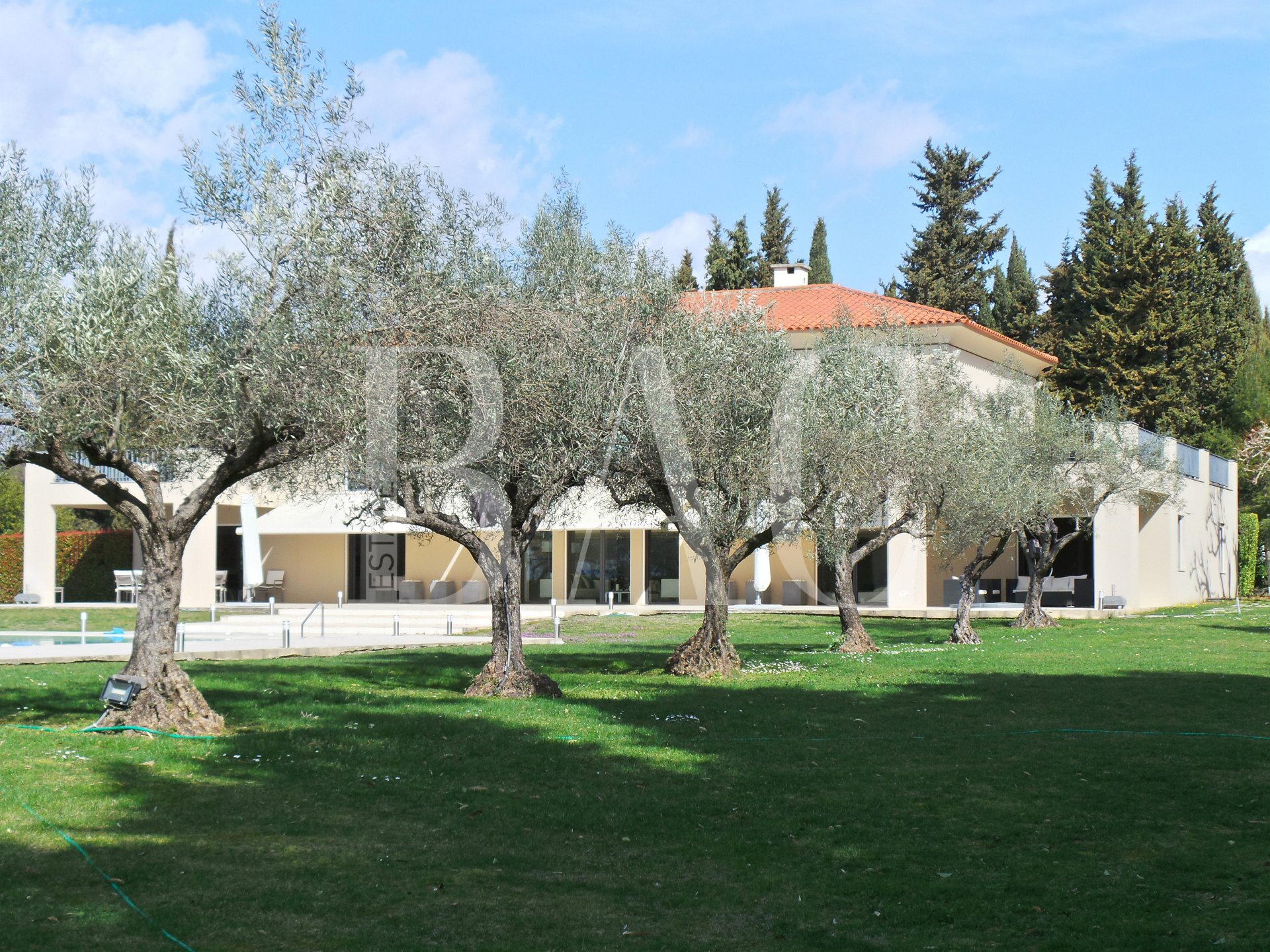 Mougins, property 15 minutes from the sea
