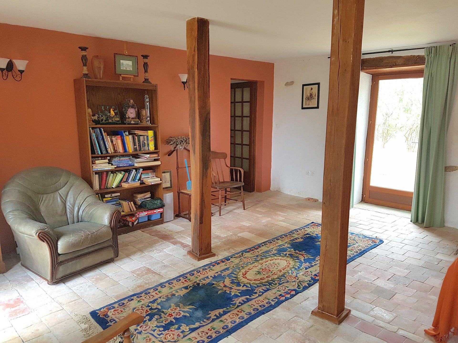 Region Montmorillon, Vienne 86: groot huis met tuin