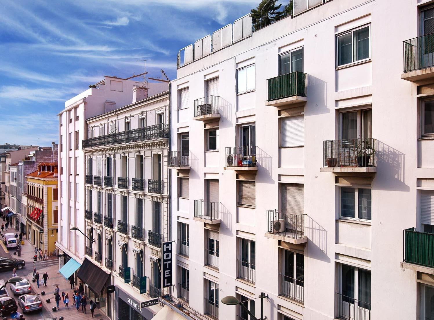CANNES TOWN CENTRE