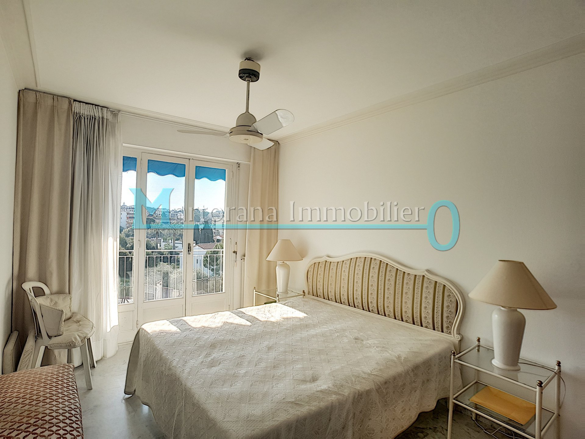 STUDENT rental : Large furnished 2 room apartment, in the heart of Antibes-Juan les Pins