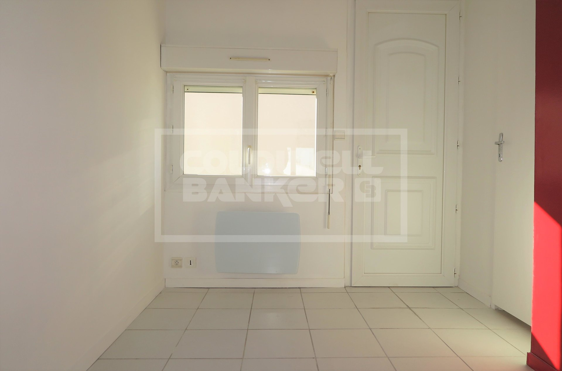 40 sqm apartment with courtyard and parking space for Sale in Royan.