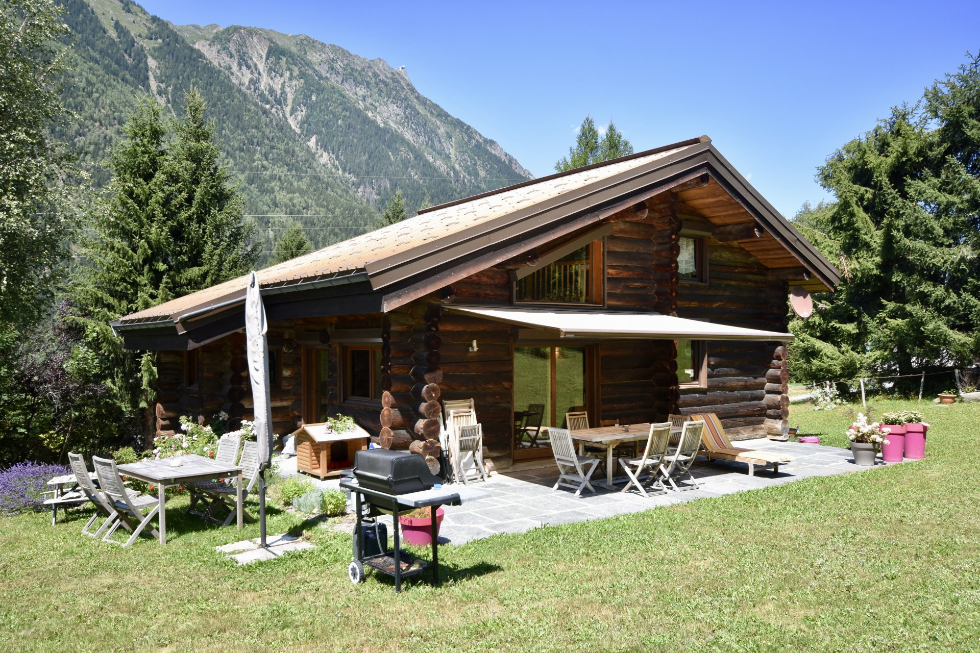 Chalet on the edge of the forest