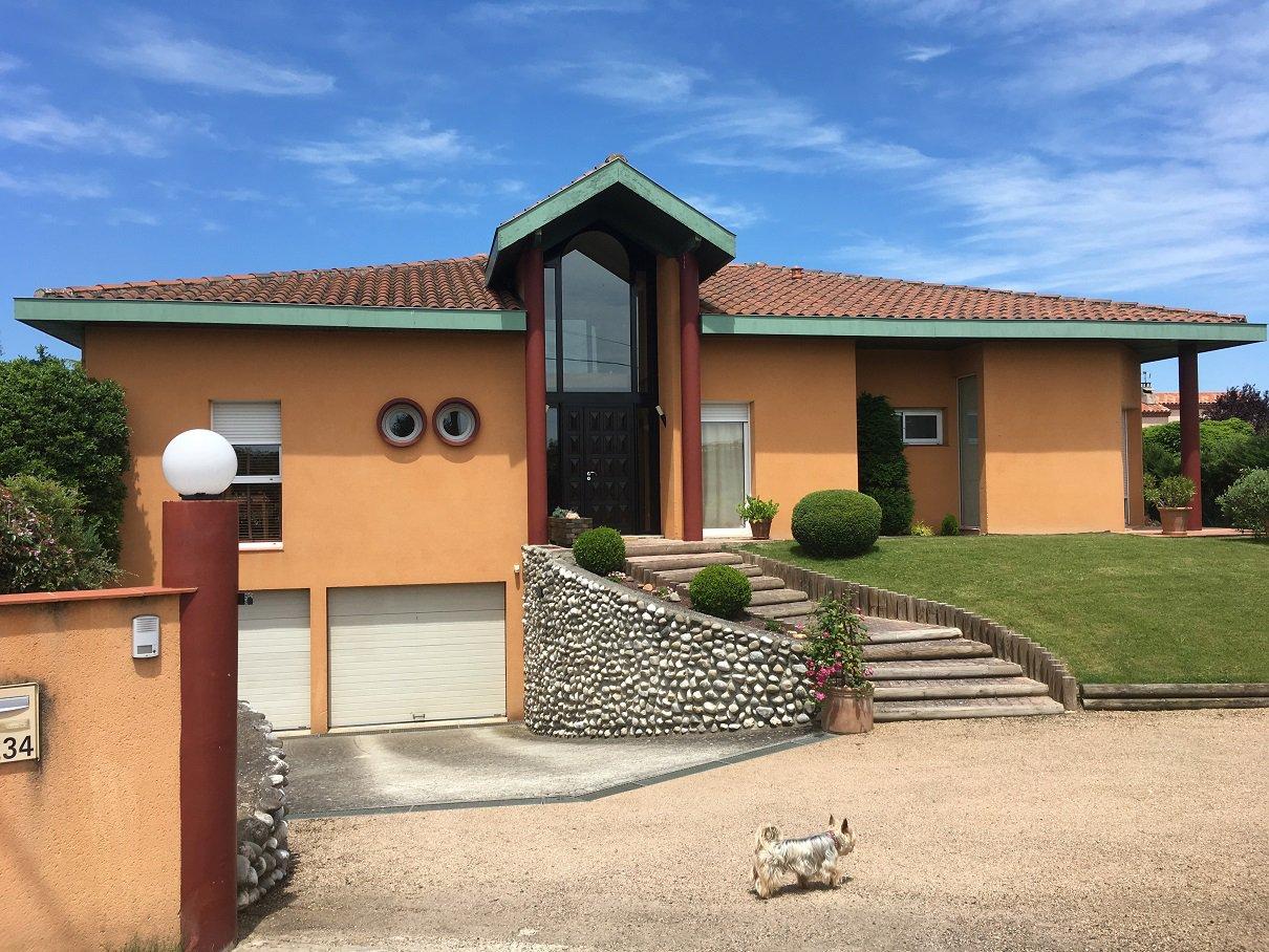 Albi, Maison de 200 m² avec garage et piscine.