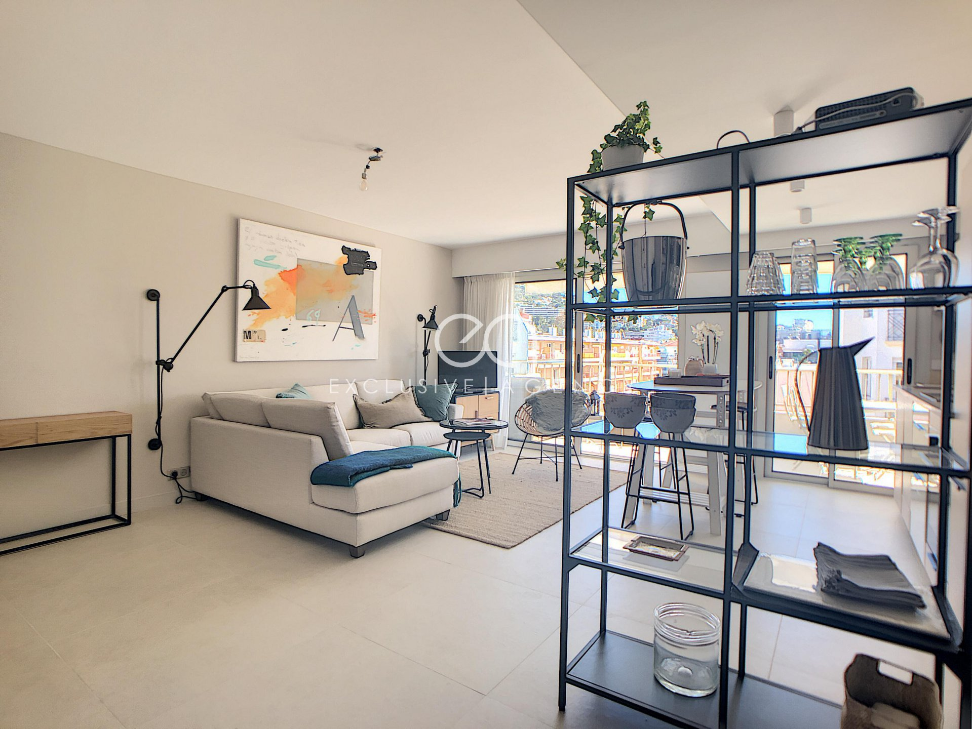 Cannes Banane - entirely renovated 1 bedroom apartment of 48 sqm, terrace with lateral sea view - garage and cellar