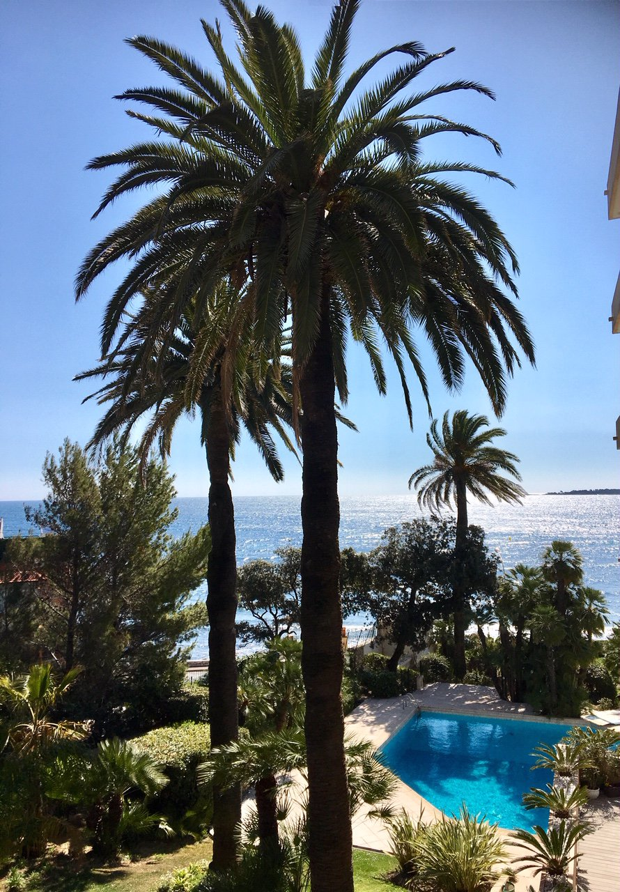 CANNES PALM Beach Beautiful 1-bedroom apartment glimpse sea view