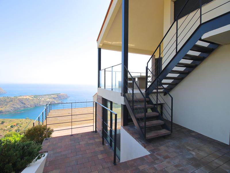 Modern 3 bedroom villa with large terrace, garage and spectacular se views.