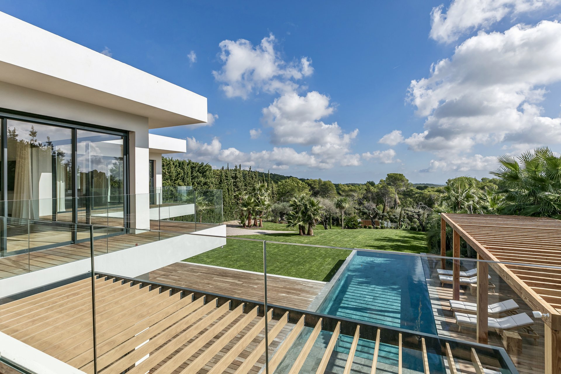 Mougins - splendid contemporary villa