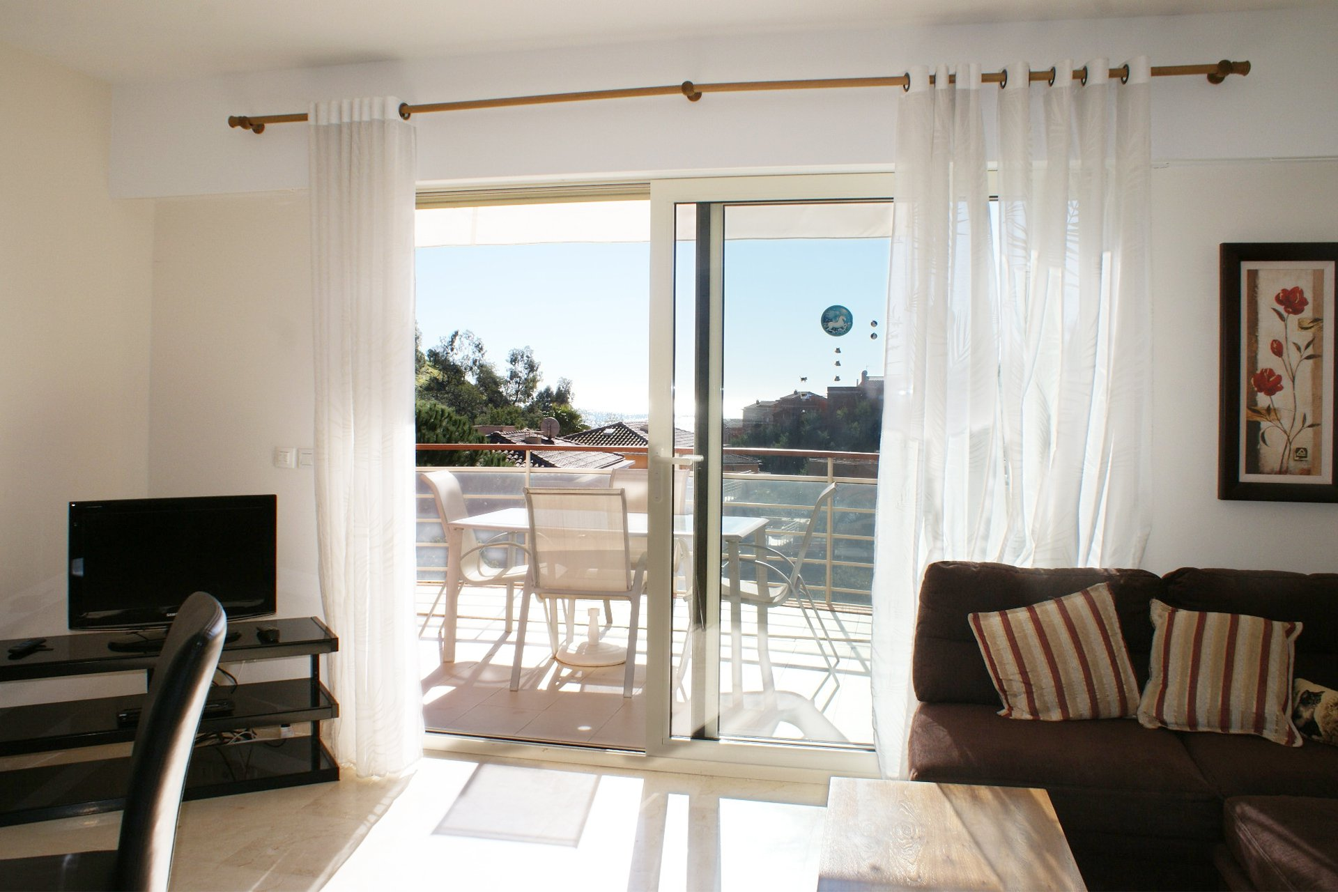 Very close to the beach: Bright, modern 2-room apartment  * EB H 12 *