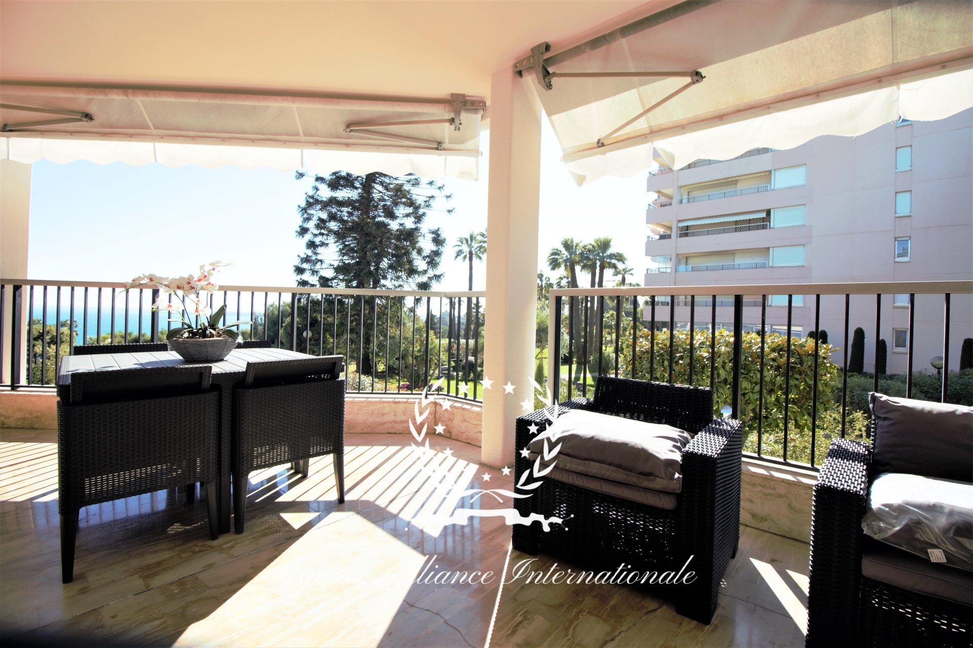 Apartment 4 rooms Terrace sea view Cannes