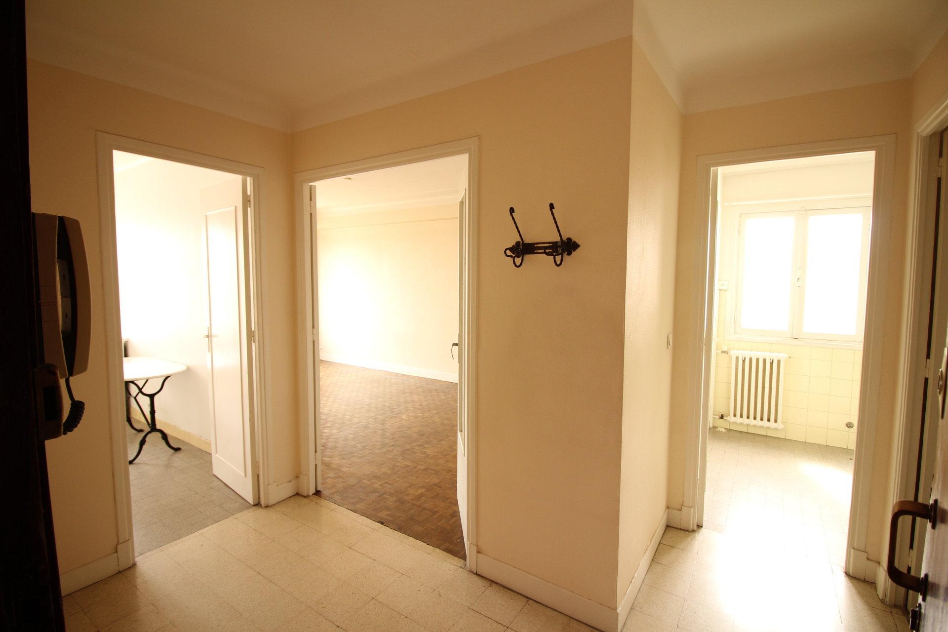 F1 Dernier étage, terrasse, cave.