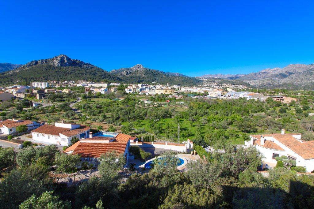 Villa on walking distance to Orba, with spectacular views
