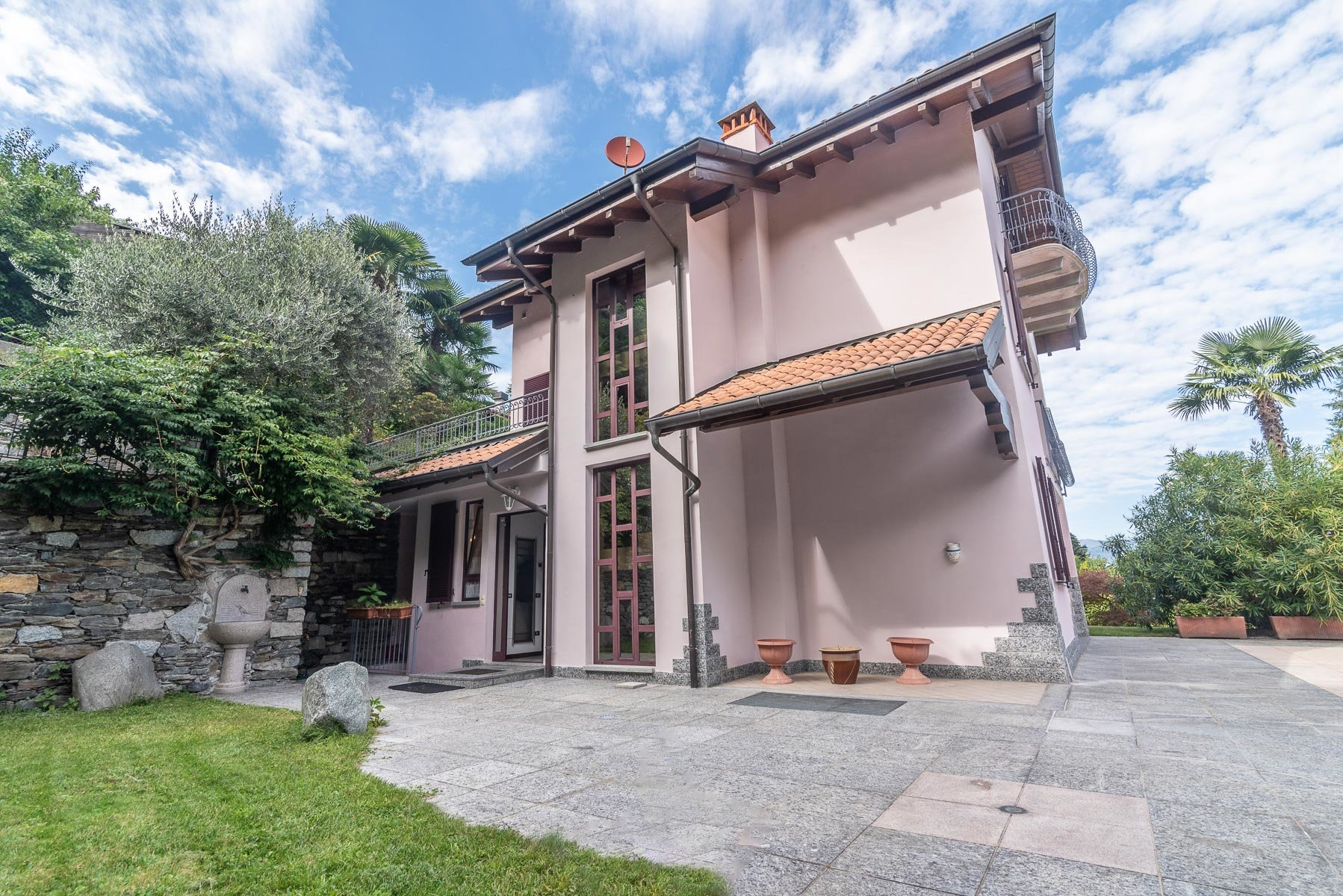 Villa for sale close to centre of Stresa